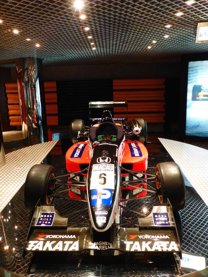 No carro de Pedro Lamy Museu do Grande Prémio de Macau © Viaje Comigo