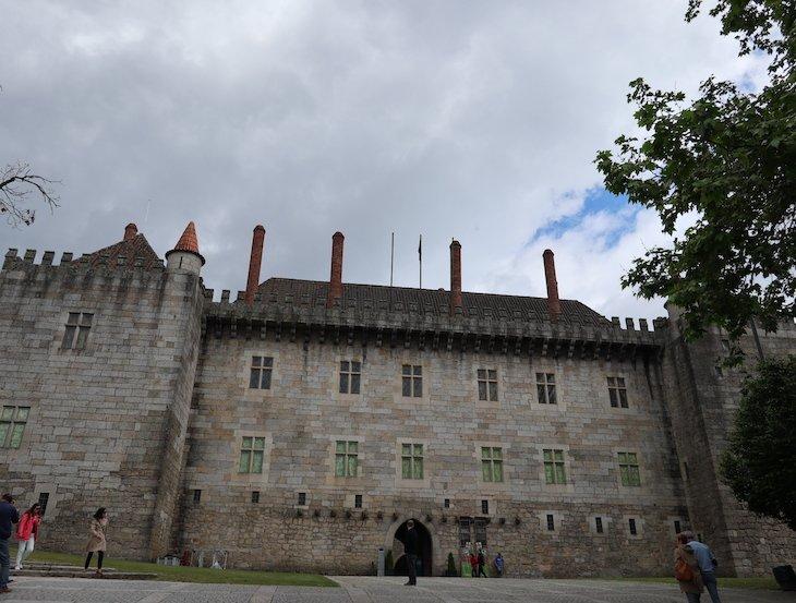 Paço dos Duques de Bragança, Guimarães - Portugal© Viaje Comigo