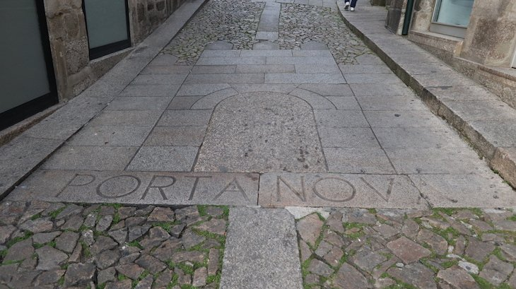 Porta Nova, Guimarães - Portugal © Viaje Comigo