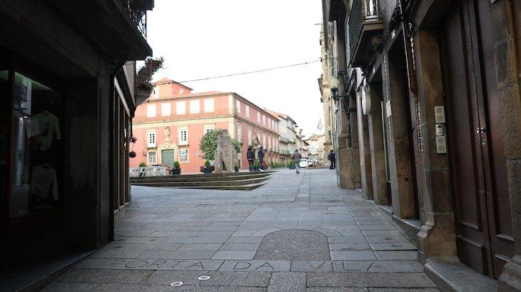 Porta da Vila, Guimarães - Portugal © Viaje Comigo