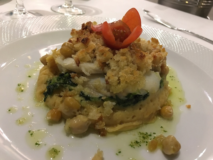 Bacalhau com puré de grão e grelos no Restaurante da Pousada Condeixa Coimbra © Viaje Comigo
