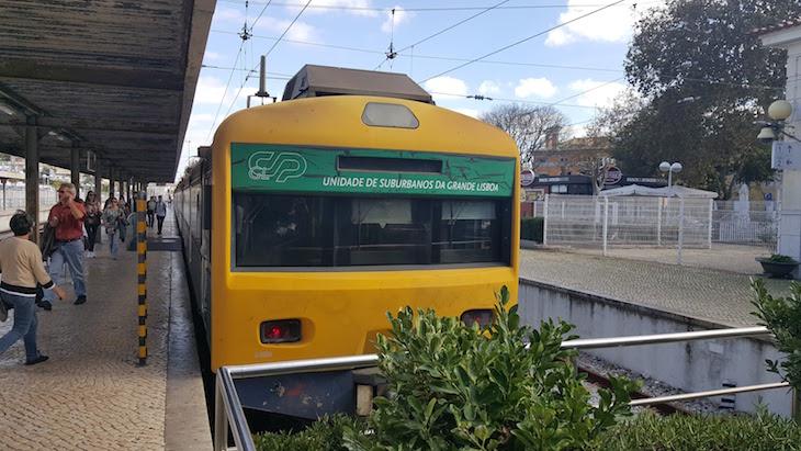 Comboio da Linha de Cascais © Viaje Comigo