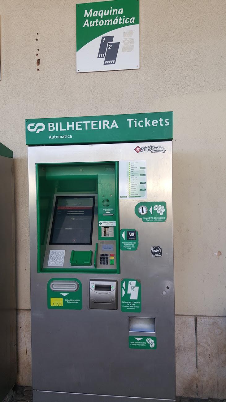 Máquina para comprar bilhetes - Comboio da Linha de Cascais © Viaje Comigo