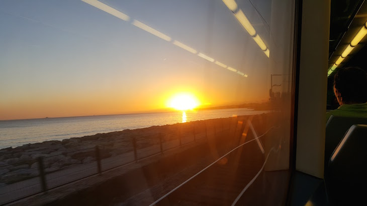 Pôr do sol na Linha de Cascais © Viaje Comigo