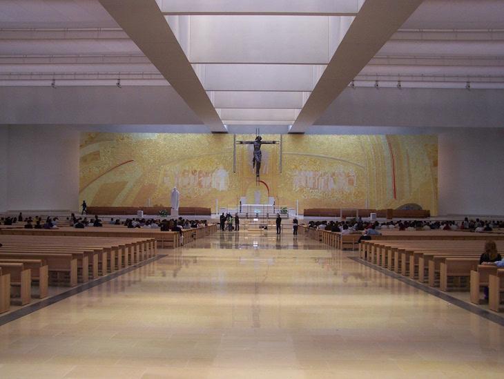 Basílica da Santíssima Trindade em Fátima © Viaje Comigo
