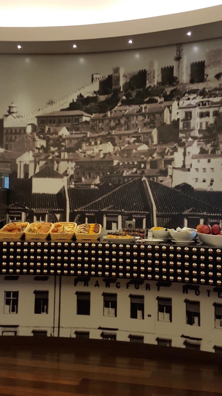 Na sala do pequeno-almoço do Hotel The Vintage House - Lisboa © Viaje Comigo