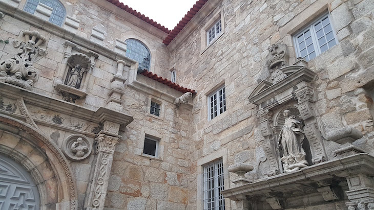 Pormenor da Igreja Santa Clara no Porto © Viaje Comigo
