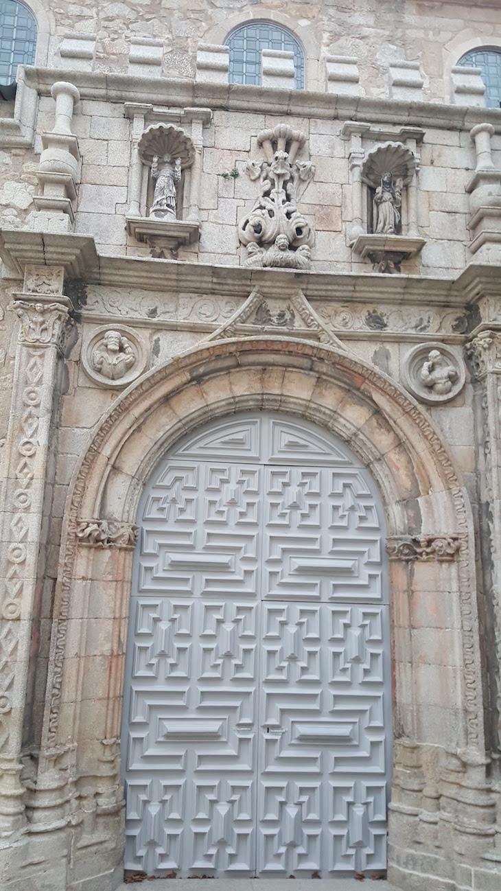 Porta Igreja Santa Clara, no Porto © Viaje Comigo