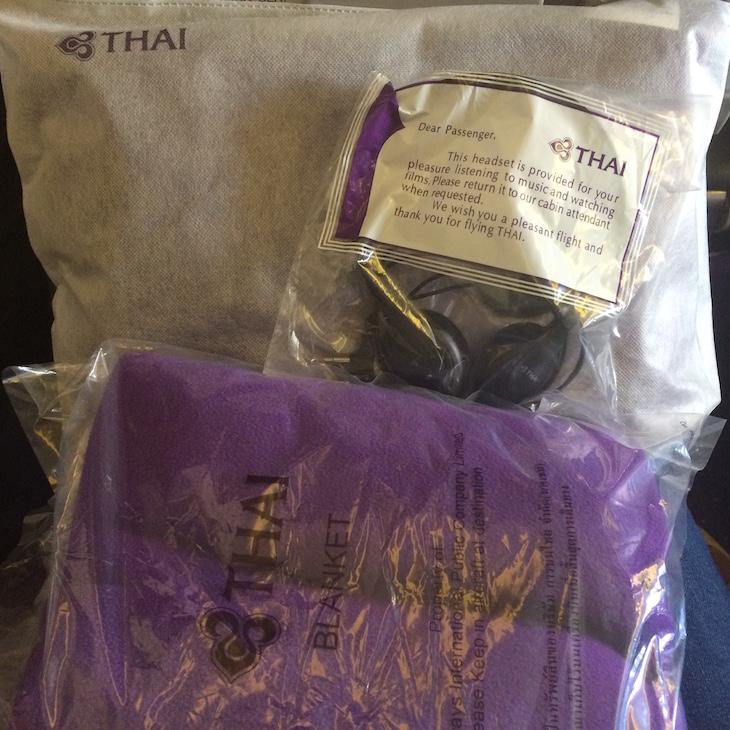 Auscultadores e cobertor da Thai © Viaje Comigo