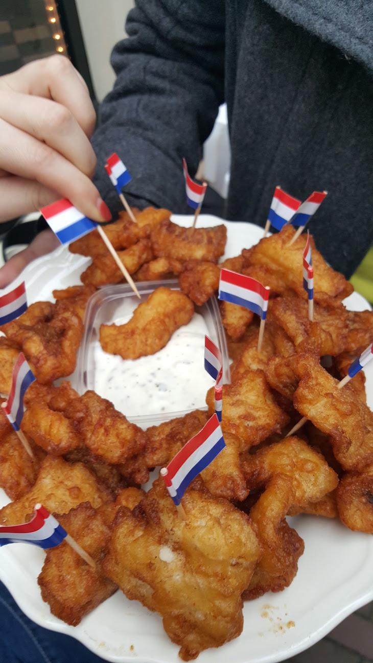 Bacalhau frito Eating Amsterdam Tour Bairro Jordaan em Amesterdão © Viaje Comigo
