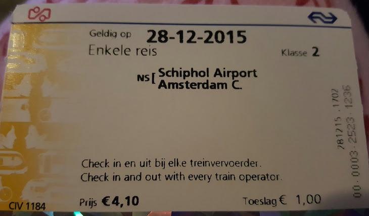 Bilhete do comboio do aeroporto Schiphol para a Centraal Station em Amesterdão © Viaje Comigo