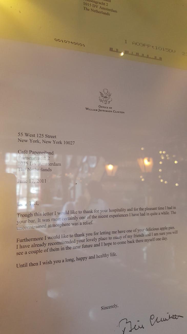 Carta de Clinton para o Cafe Papeneiland, Amesterdão © Viaje Comigo