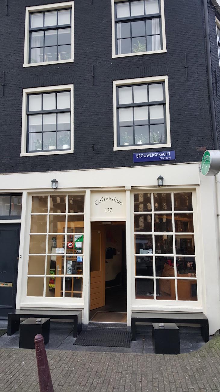 Coffeeshop no Bairro Jordaan em Amesterdão © Viaje Comigo