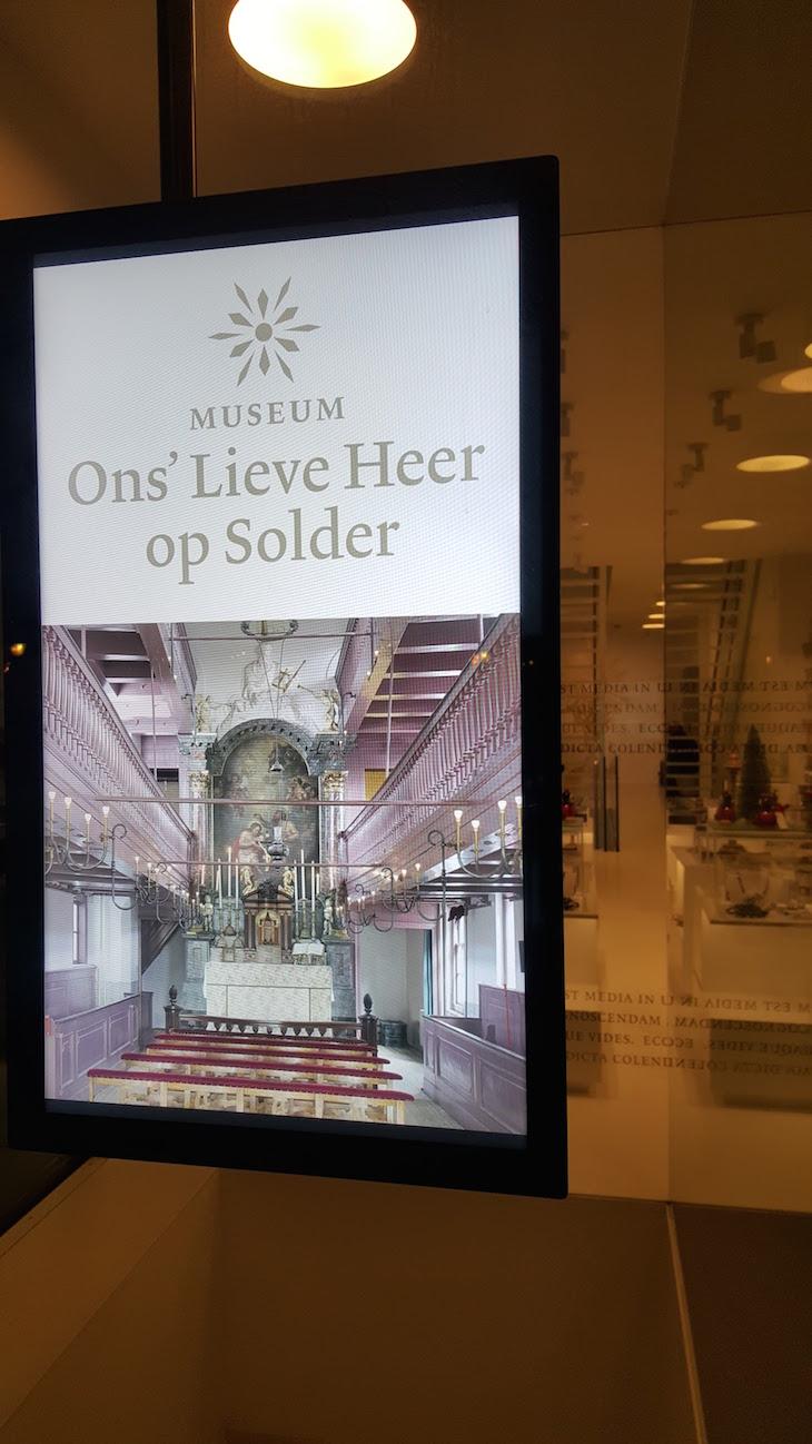 Entrada Ons' Lieve Heer op Solder em Amesterdão © Viaje Comigo