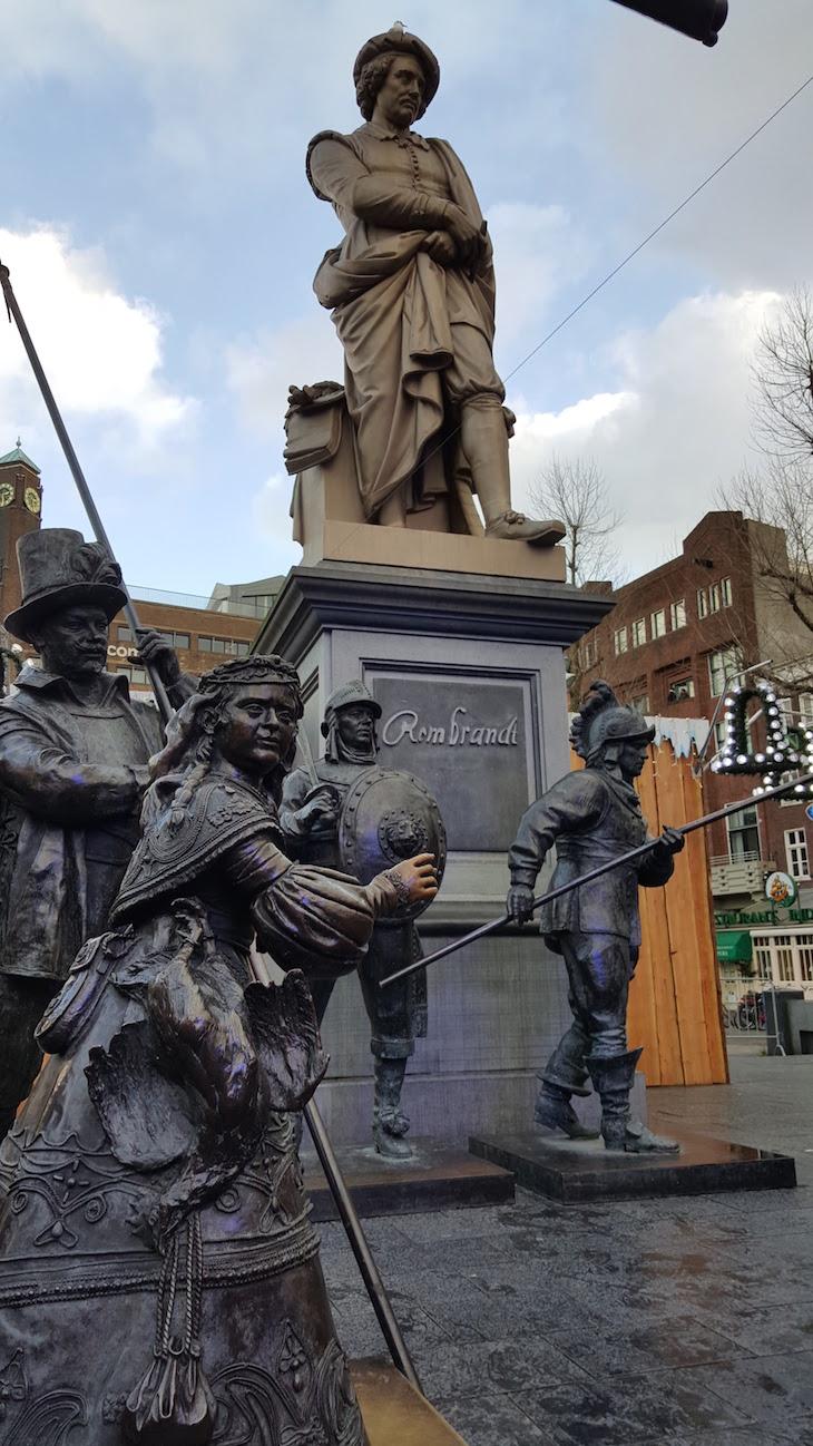 Estátuas na praça Rembramdt em Amesterdão © Viaje Comigo