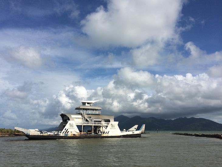 Ferry e Ko Chang ao fundo © Viaje Comigo