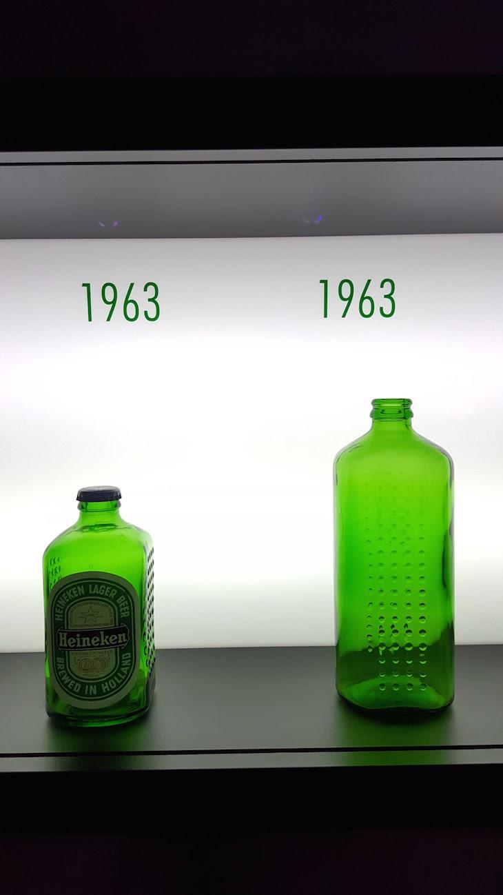 Garrafas de 1963 na Heineken Experience em Amesterdão © Viaje Comigo