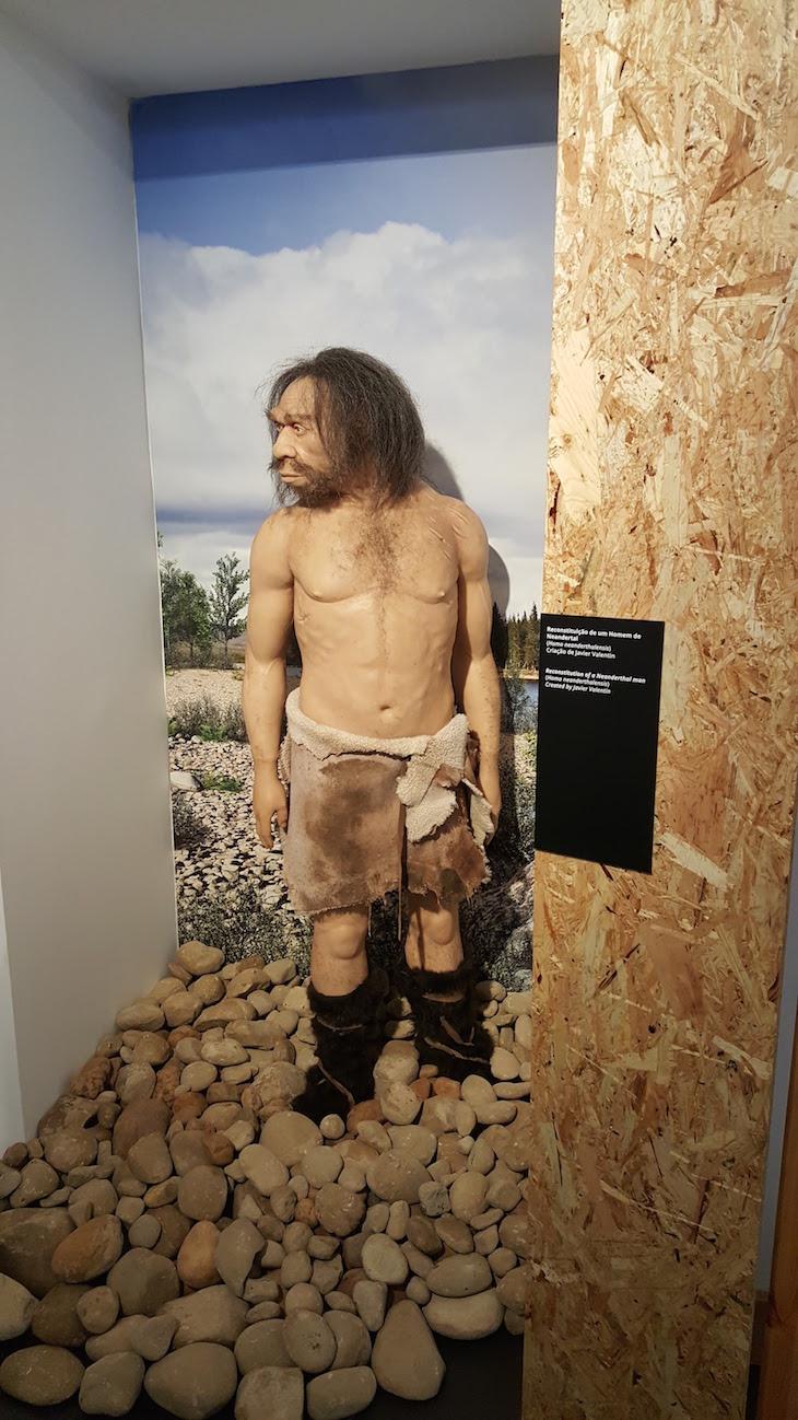 Homem de Neandertal no Museu de Leiria © Viaje Comigo