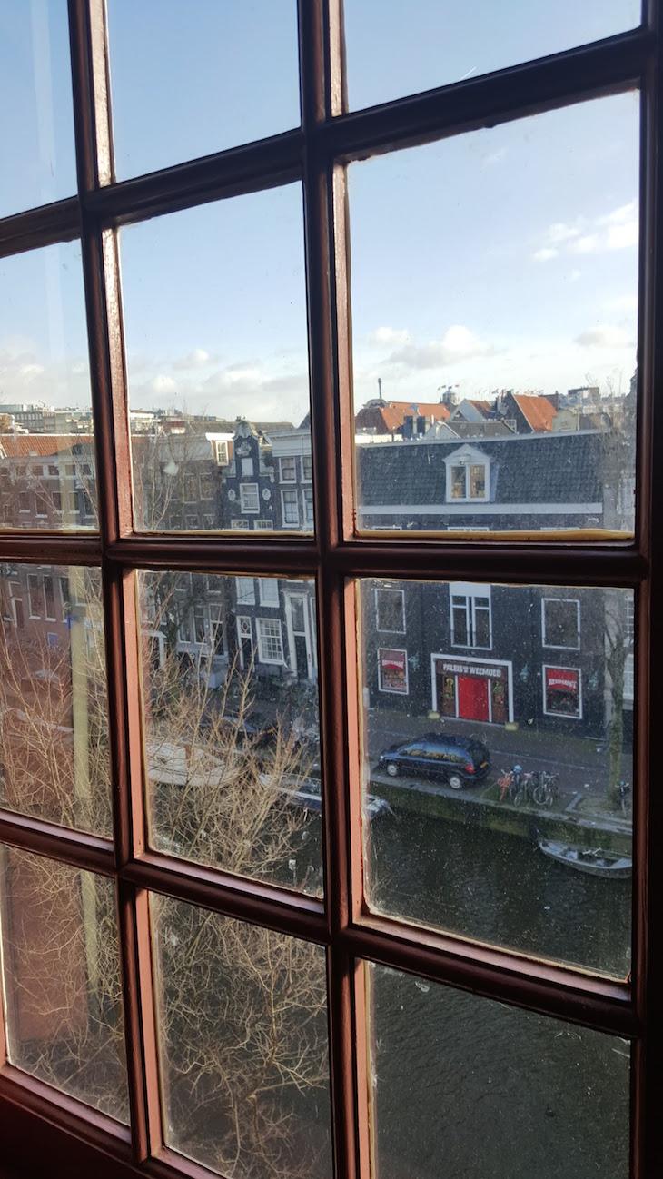 Janela da Ons' Lieve Heer op Solder em Amesterdão © Viaje Comigo