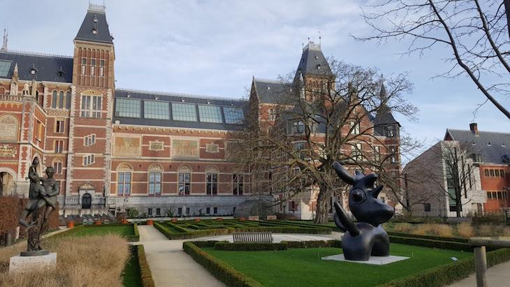 Jardins do Rijksmuseum em Amesterdão © Viaje Comigo