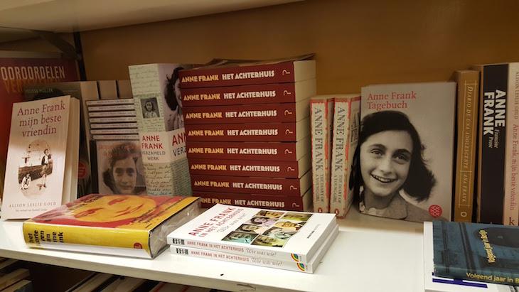 Livros de Anne Frank na Livraria Boekhandel Jimmink - Amesterdão © Viaje Comigo