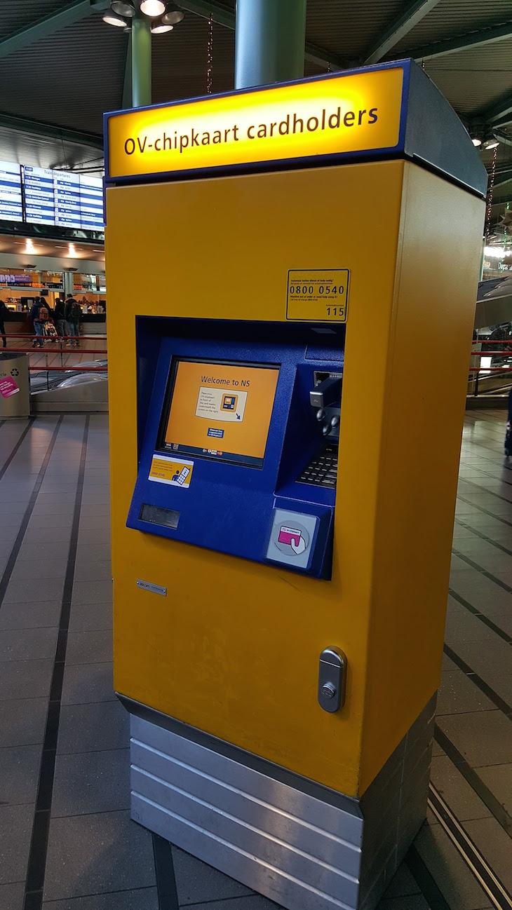 Máquinas de venda de bilhetes do aeroporto de Schiphol em Amesterdão © Viaje Comigo