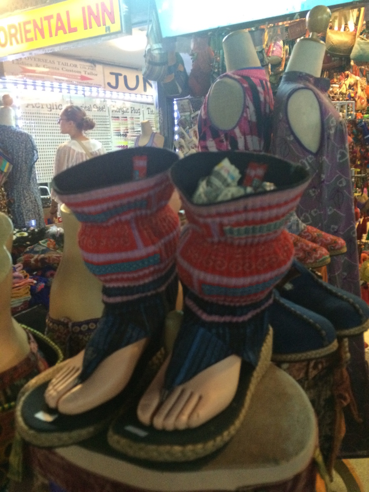 Moda na Kao San Road Banguecoque - Tailândia © Viaje Comigo