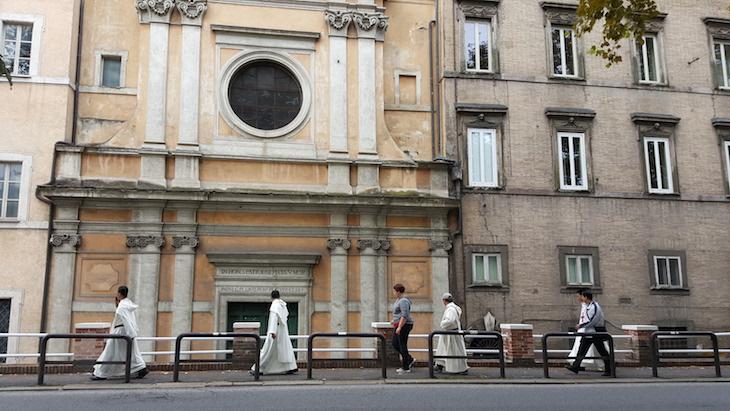 Na rua, a caminho do Vaticano Roma © Viaje Comigo