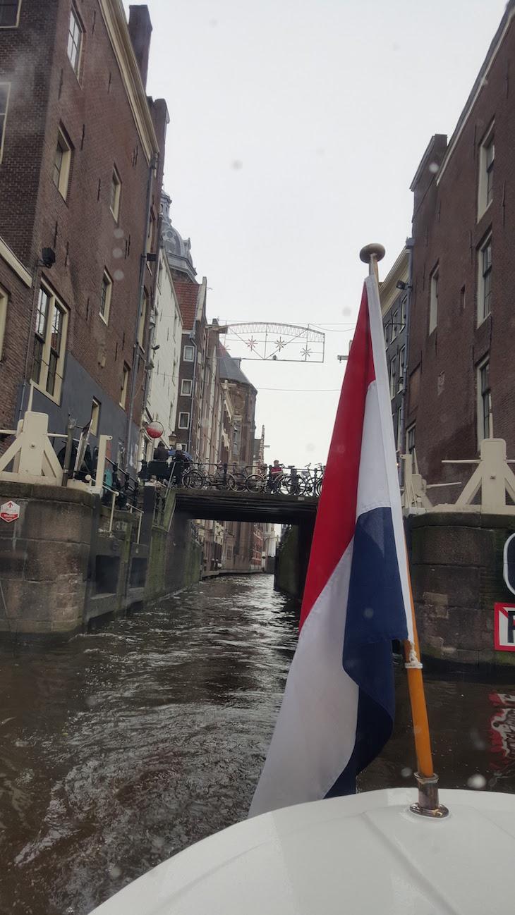 Passeio no Canal do Tour Eating Amsterdam em Amesterdão © Viaje Comigo