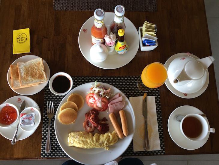 Pequeno-almoço no Na Tara Resort Ko Chang © Viaje Comigo