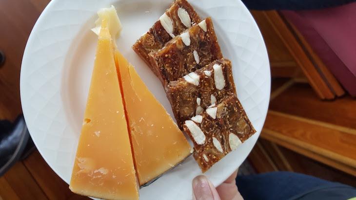 Prova de queijos no Canal Tour Eating Amsterdam em Amesterdão © Viaje Comigo