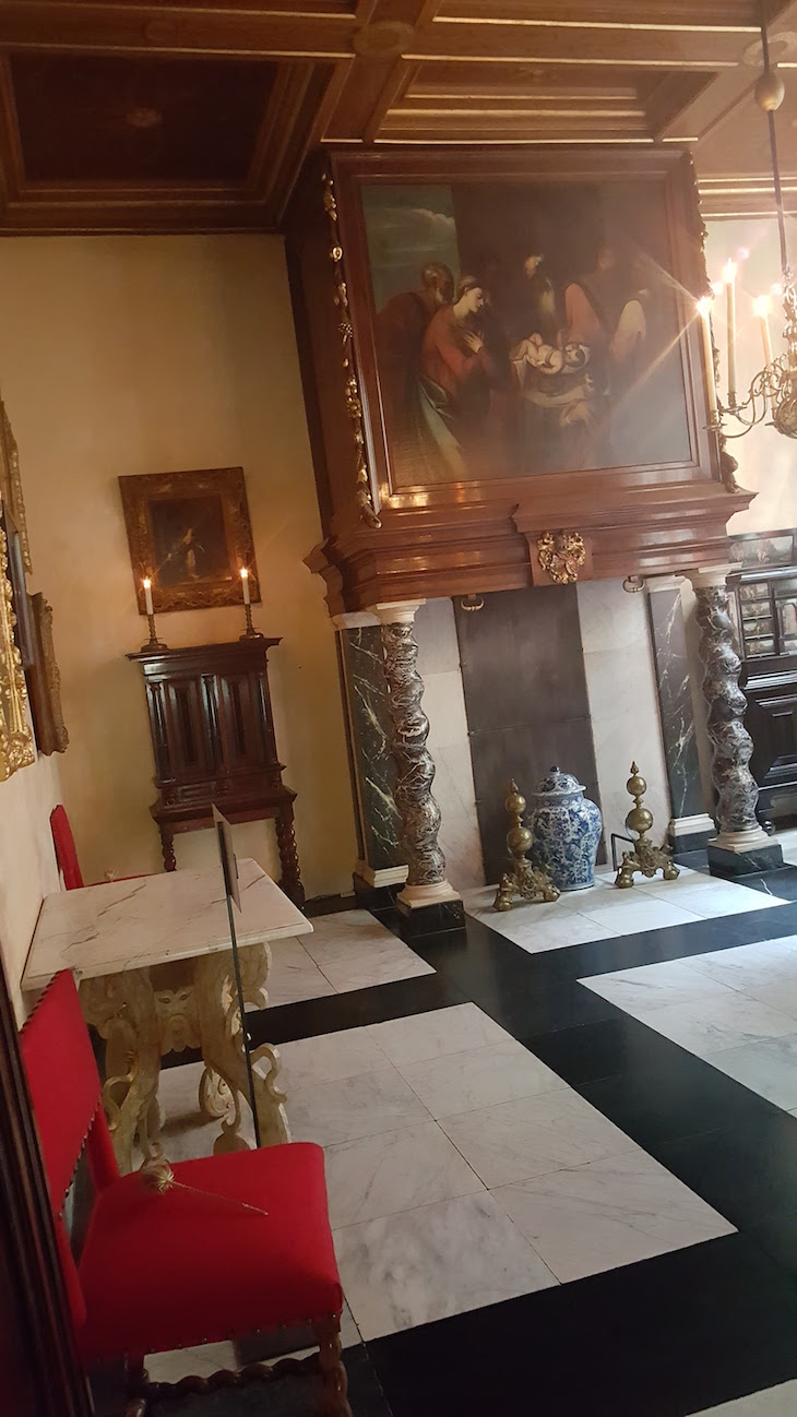 Sala da casa na Ons' Lieve Heer op Solder em Amesterdão © Viaje Comigo
