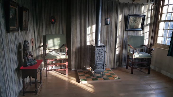 Sala e quarto da Ons' Lieve Heer op Solder em Amesterdão © Viaje Comigo