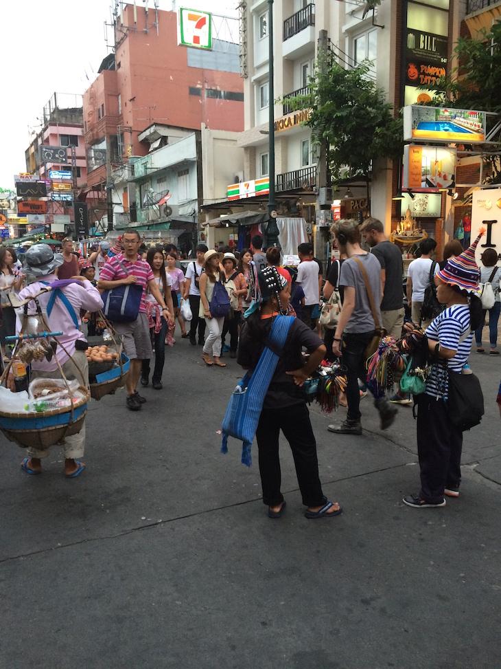 Vendedores na Kao San Road, Banguecoque - Tailândia © Viaje Comigo
