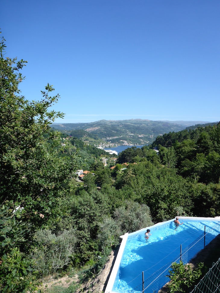 Vista da piscina da Casa do Sobreiro, Quinta da Bouca © Viaje Comigo