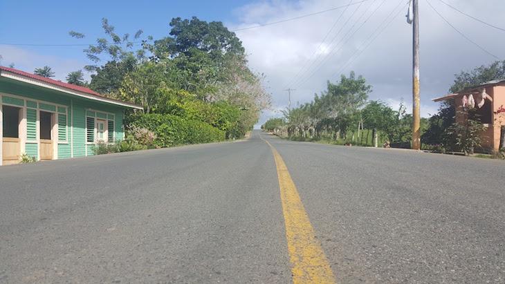 Estrada na República Dominicana © Viaje Comigo