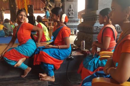 Atrás do palco na Kerala Kalamandalam, Kerala © Viaje Comigo