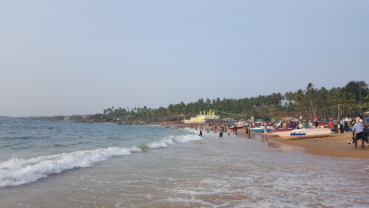 Domingo na Praia de Kovalam em Kerala, India © Viaje Comigo