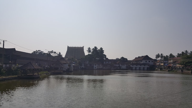 Vista para o Templo Sree Padmanabhaswamy, Trivandrum, Kerala, India © Viaje Comigo