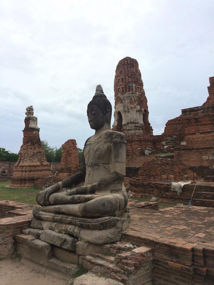 Buda em Wat Maha That, Ayutthaya, Tailândia © Viaje Comigo