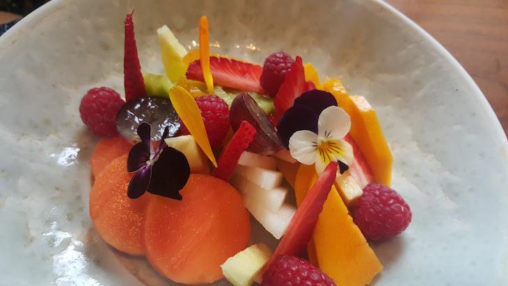 Fruta à sobremesa - Restaurante Flores do Bairro © Viaje Comigo