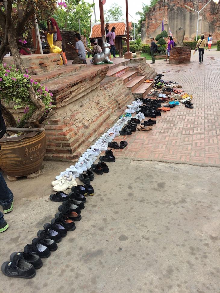 Oração no Wat Yai Chai Mongkhon, Ayutthaya, Tailândia © Viaje Comigo