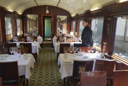 Uma das salas de restaurante do comboio presidencial © Viaje Comigo