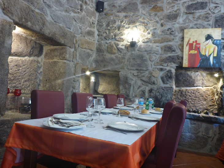 Uma das salas do restaurante Caffé Caffé, Felgueiras © Viaje Comigo