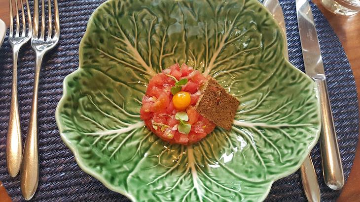Tártaro de tomate - Restaurante Flores do Bairro © Viaje Comigo
