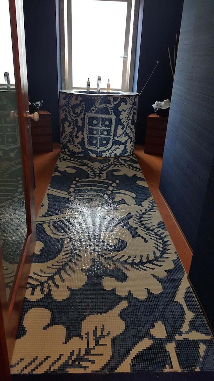 WC com mosaico no Palácio do Governador, Lisboa © Viaje Comigo