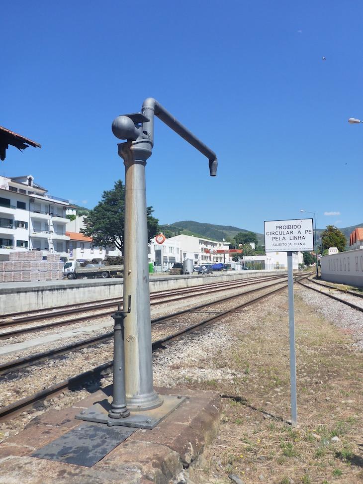 Água para arrefecer o comboio - Estação do Pinhão © Viaje Comigo