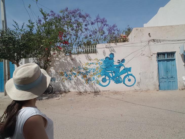 A ver obras de arte em Djerbahood, Erriadh, Djerba, Tunisia © Viaje Comigo