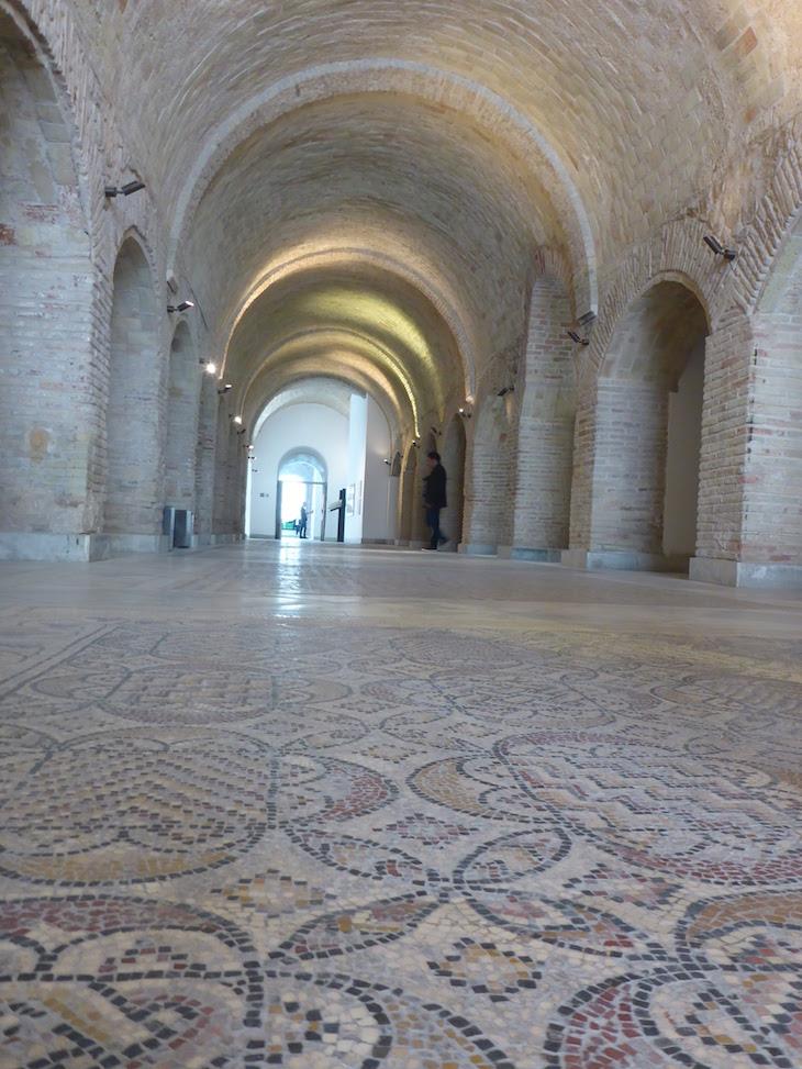 Ao entrar no Museu do Bardo, Tunísia © Viaje Comigo