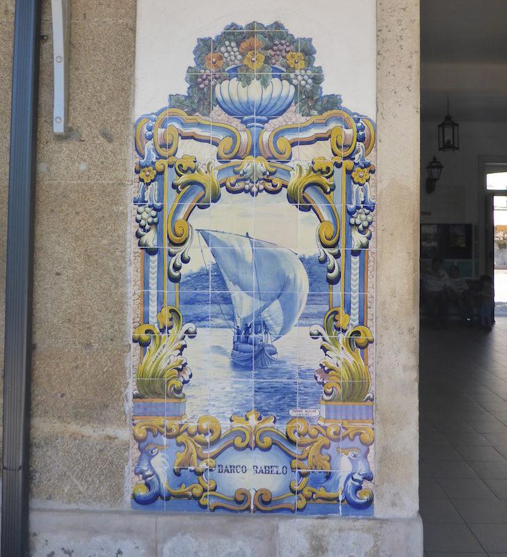 Barco rabelo - Azulejos na Estação do Pinhão © Viaje Comigo